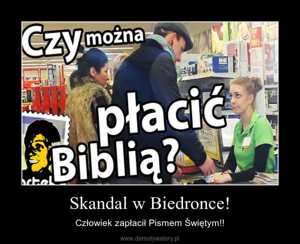 Skandal w Biedronce! – Człowiek zapłacił Pismem Świętym!!
