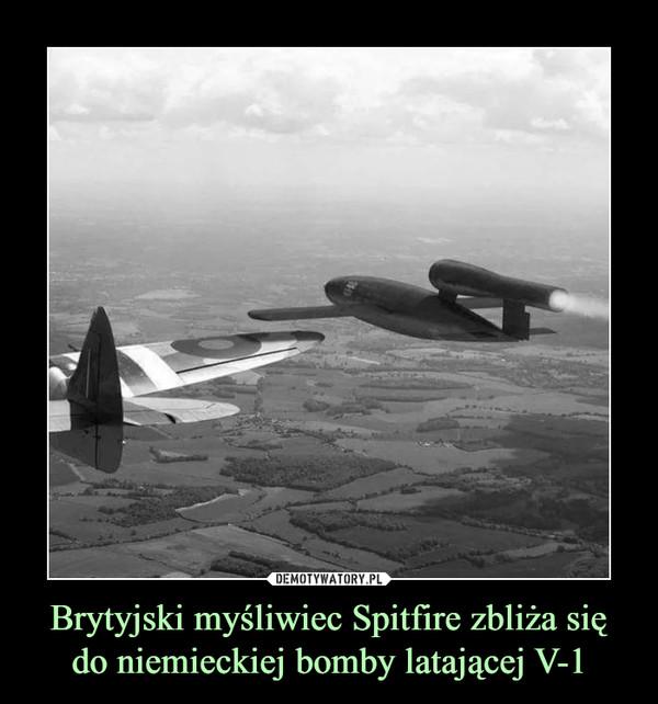 Brytyjski myśliwiec Spitfire zbliża się do niemieckiej bomby latającej V-1 –
