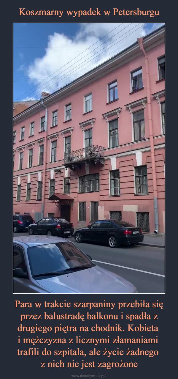 Para w trakcie szarpaniny przebiła się przez balustradę balkonu i spadła z drugiego piętra na chodnik. Kobieta i mężczyzna z licznymi złamaniami trafili do szpitala, ale życie żadnego z nich nie jest zagrożone –